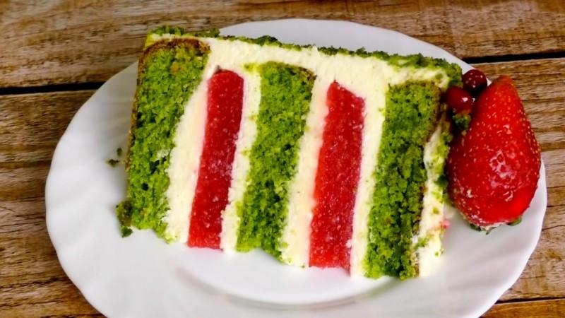 Изумрудный шпинатный торт разрез