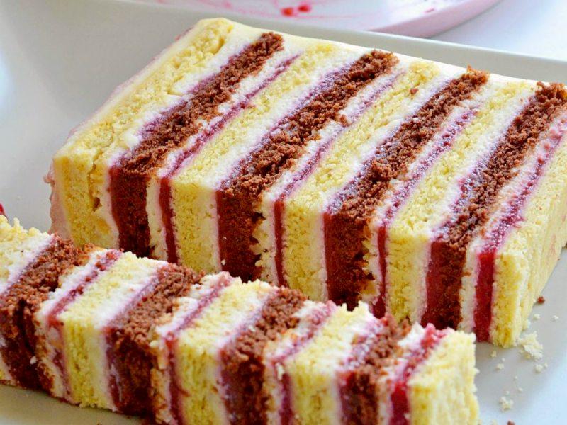 Домашний песочный торт с малиной