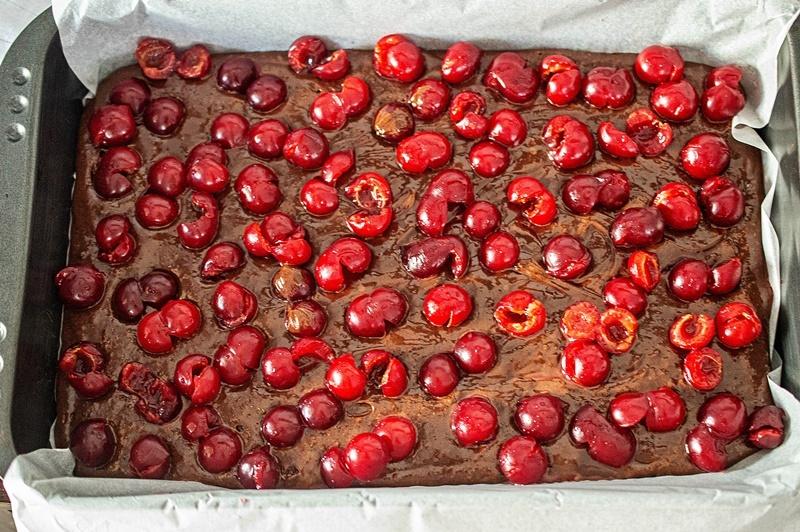 Шоколадный пирог с вишнями рецепт в духовке