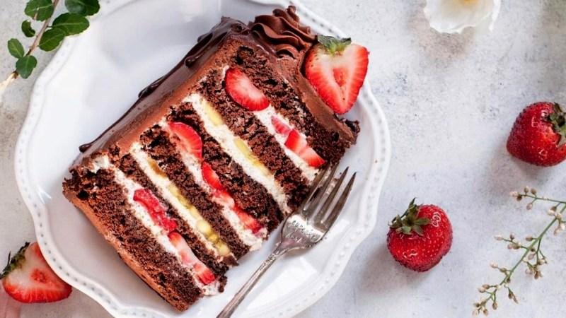 Шоколадный торт рецепт с клубникой бананами и кремом чиз