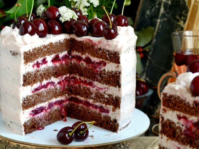 Шоколадный торт с вишней и крем чизом рецепт с фото