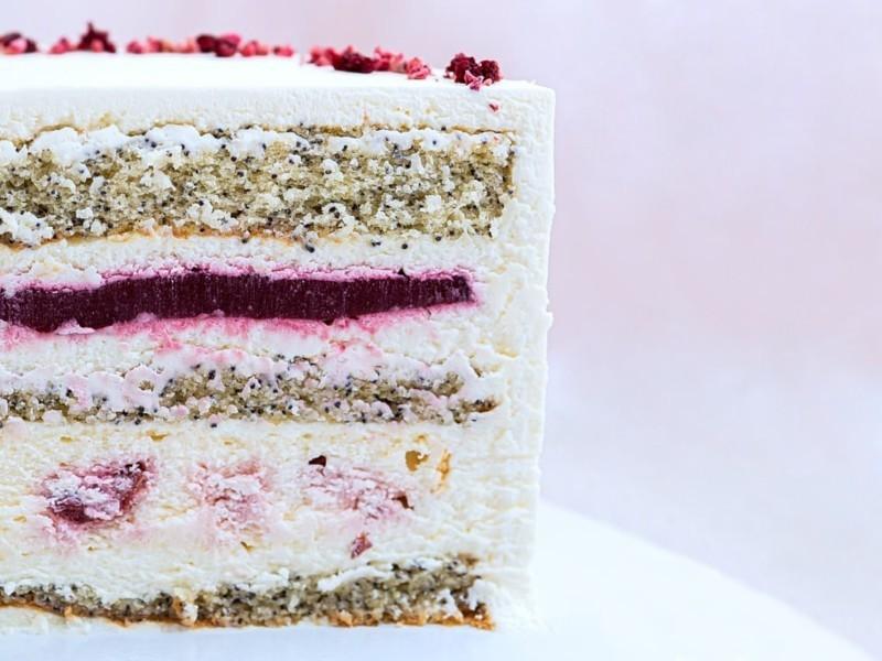 Торт с вишневым чизкейком 🍒 маковым бисквитом и малиновым конфи