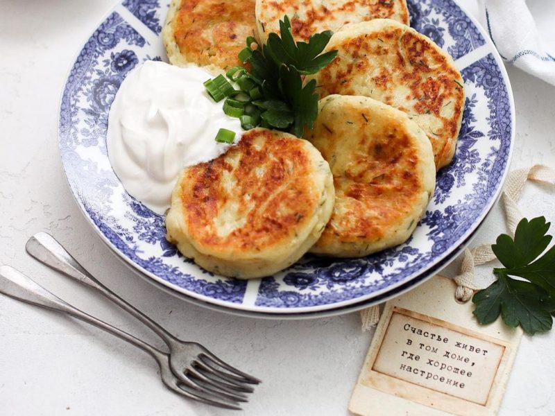 Картофельные котлеты из пюре с сыром рецепт на сковороде