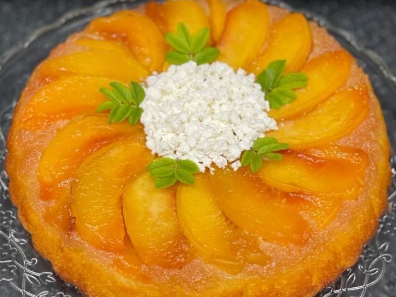 Пирог перевертыш с персиками рецепт