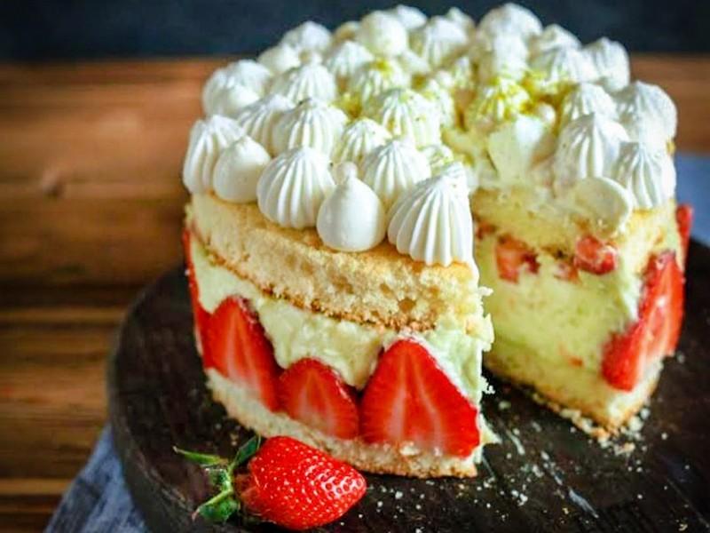 Торт Фрезье с клубникой рецепт без масла (крем Пломбир)