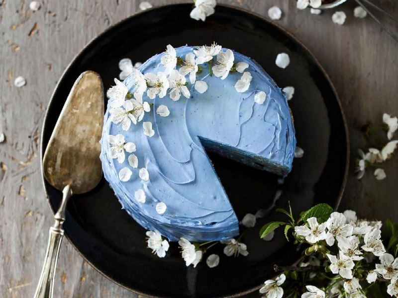 Торт голубого цвета
