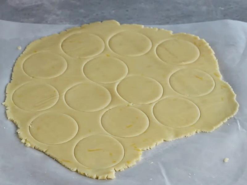 Рассыпчатое печенье с крахмалом и сгущенкой