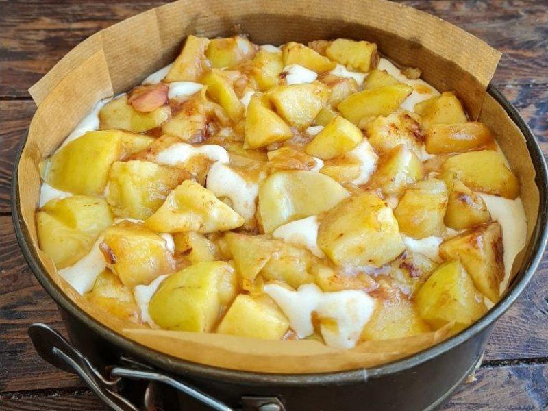 Рецепт пышной яблочной шарлотки пошагово с фото