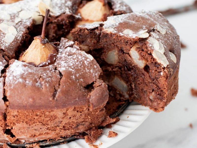Шоколадный пирог с грушами - рецепт