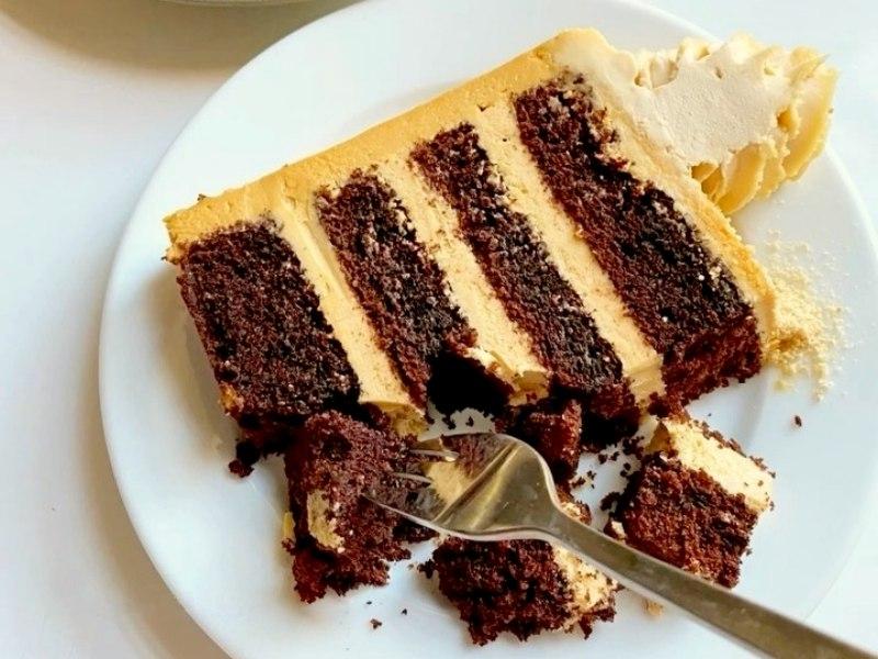 Шоколадный торт с кремом со сгущенкой