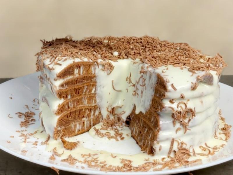 Домашний простой торт на сковороде 🎂 со сметаной и сгущенкой
